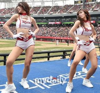最美韩国啦啦队 少女集体扭臀秀腿